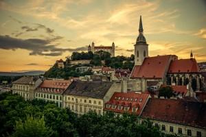 Закат над старой частью города Братислава