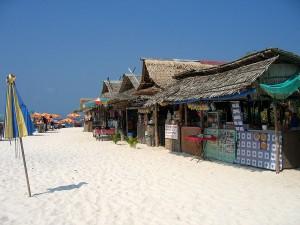 Торговые лавки на пляже