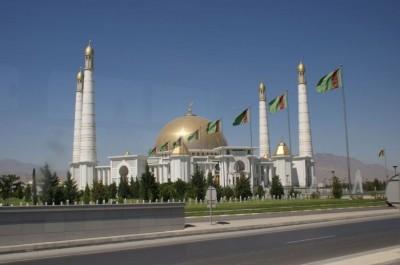 Находящаяся неподалеку от Ашхабада однокупольная мечеть