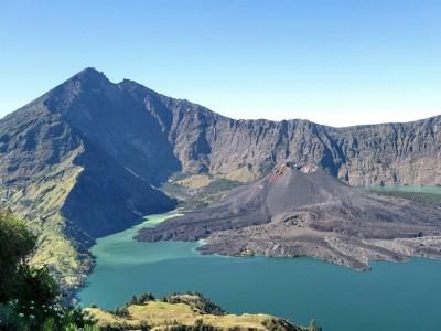 Гора Ринджани - все еще активный вулкан