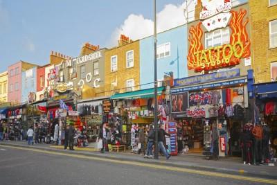 Camden Market - сплошная улица с магазинами