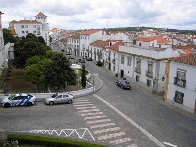 Вот такие перекрёстки в Лиссабоне: чистые и широкие