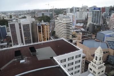 Вид с 20-го этажа отеля на небоскребы