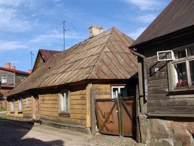 Среди современных домов, в Латвии можно встретить  деревенские домики