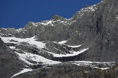 Крутые склоны словно бросают вызов экстремалам