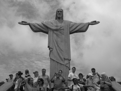 Возле символа Рио-де-Жанейро всегда много туристов