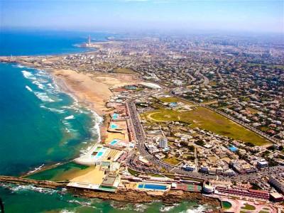 Взгляд из самолета над неописуемой красотой Марокко