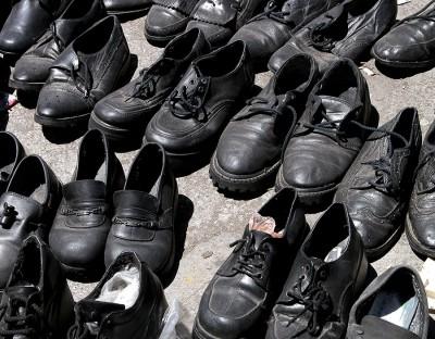 От продажи на улице новая обувь выглядит как ношенная