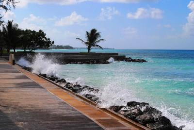 Пирс на Барбадосе в ветреную погоду