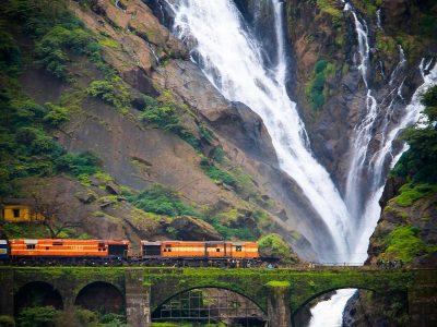 Водопад Дудхсагар – одна из самых красивых и удивительных достопримечательностей не только штата Гоа, но и всей Индии