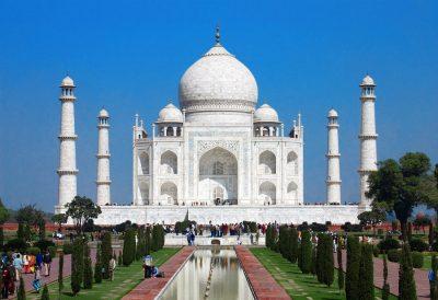 Тадж Махал - самое известное в Индии сооружение, расположенное в Агре
