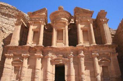Город Петра в Иордании: сокровищница Аравийской пустыни
