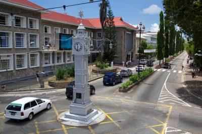 Столица Сейшел - Виктория, остров Маэ (одна из самых маленьких столиц мира)