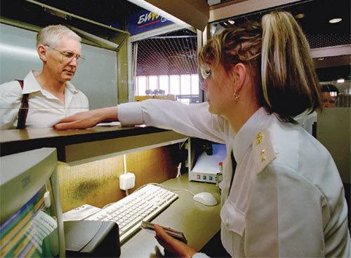 Проверка документов перед выездом за границу