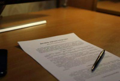 Документ дарения на столе