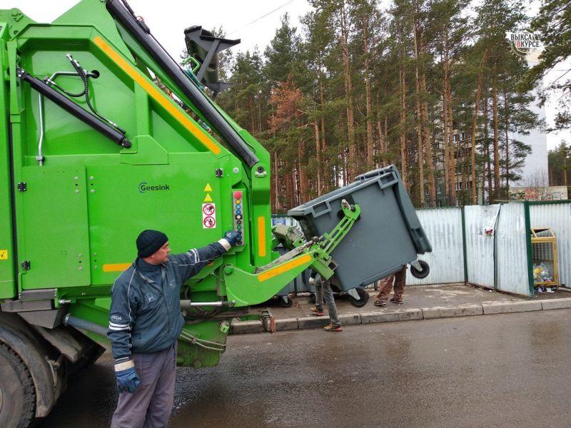 Грузовик с мусором