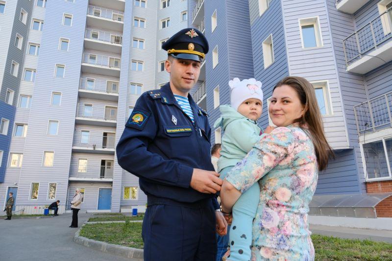 Молодая семья военного