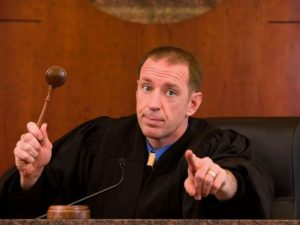 Судья мужчина